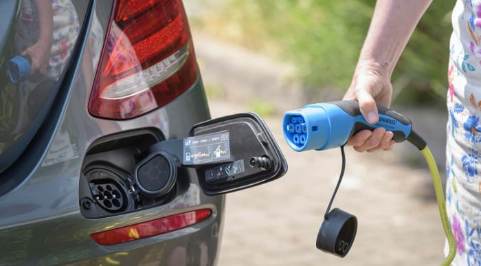 Highways England to install 50 EV charging points across road network