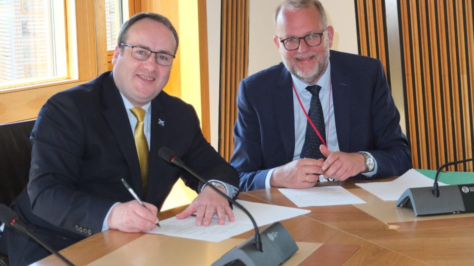 Danish and Scottish governments sign heat MoU